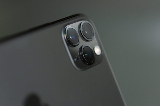 iPhone triple lens